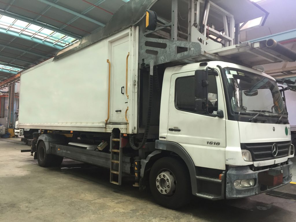 Fullsize Catering Highloader from Mallaghan. View from right side.